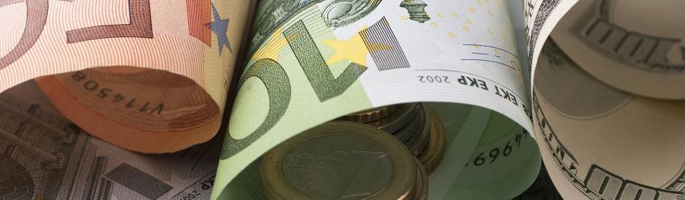 opgerold geld en munten